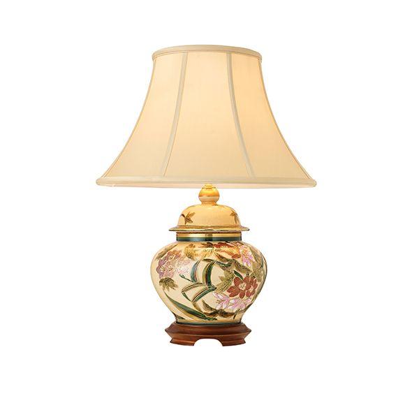 beżowa lampa stołowa z drewnianą podstawą