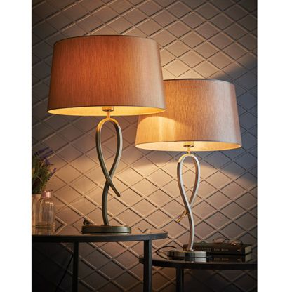 lampa stołowa nowoczesna do salonu lub sypialni w kolorze mosiężnym