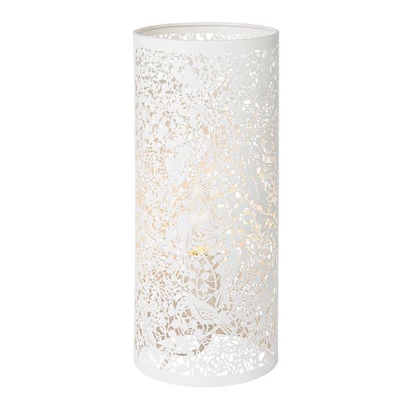 biały kinkiet, metalowa tuba, ażurowy wzór florystyczny, tajemniczy ogród