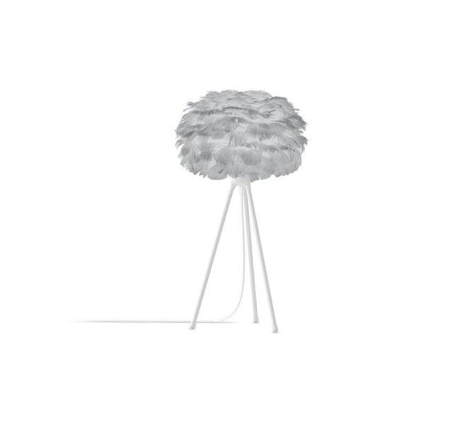 lampa stołowa na wysokim tripodzie, szary klosz z naturalnych piór w formie kuli