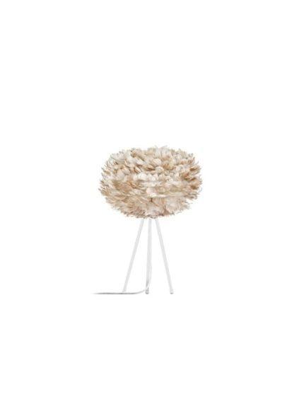 biała lampa stołowa z cienkimi nóżkami, trójnóg, klosz beżowy z naturalnych piór, kula