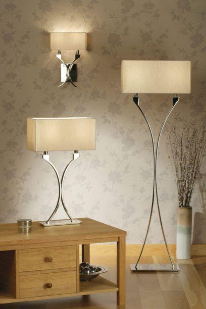 aranżacja - srebrna lampa w stylu modern classic z beżowym abażurem