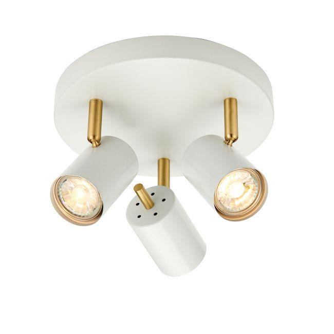 białe reflektory na turkusowej ścianie aranż