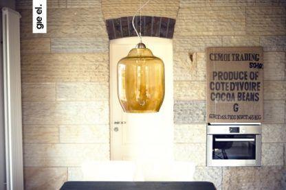 żółta lampa wisząca ze szkła w stylu industrialnym