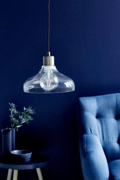 średnia lampa wisząca ze szklanym kloszem otwartym ku dołowi