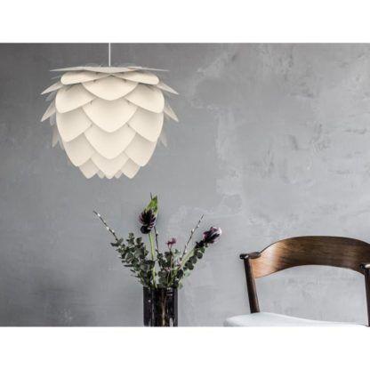lampa wisząca w stylu nowoczesnym, klosz perłowa biel z pojedynczych płatków