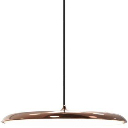 duża lampa wisząca w stylu nowoczesnym, płaski klosz miedziany, lampa nad stół