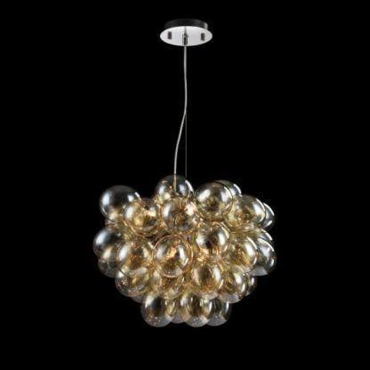 wisząca lampa z wieloma kulami szklanymi obok siebie