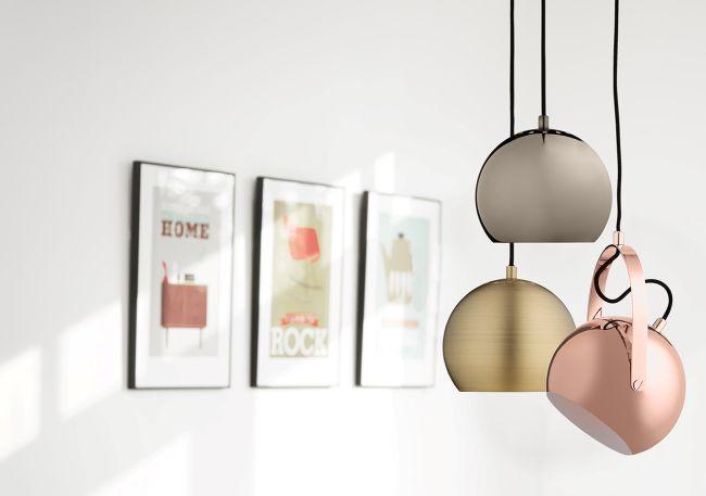 lampa wisząca, metalowa kula, wykończenie w połysku - aranżacja nowoczesna
