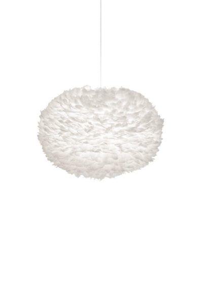 lampa wisząca w stylu skandynawskim, duży klosz z białych piór na papierowym rdzeniu