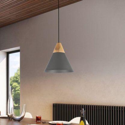 szara lampa z drewnianym wykończeniem - wisząca
