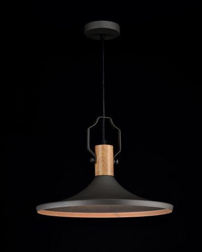 płaska lampa wiszaca czarna matowa z drewnem