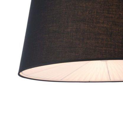 lampa wisząca z czarnym materiałowym kloszem otwartym ku dołowi