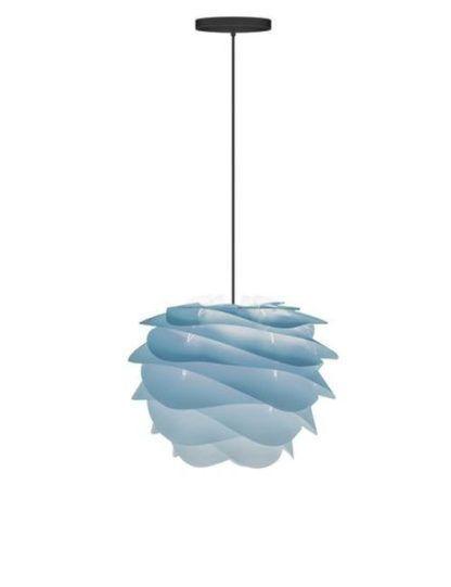 lampa wisząca w odcieniach pastelowego niebieskiego, styl skandynawski