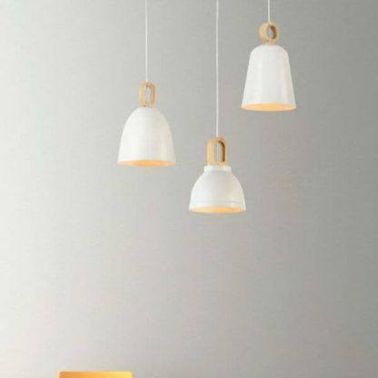 lampy wiszące białe nad stołem w jadalni