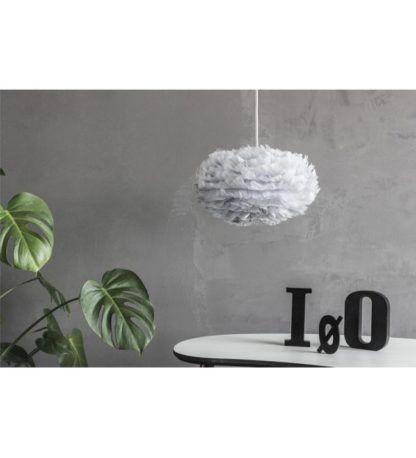 niewielka lampa wisząca z szarym, okrągłym kloszem, nowoczesny styl - aranżacja szara