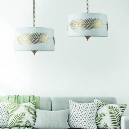 aranżacja - klasyczna lampa wisząca z dekoracyjnym liściem paproci