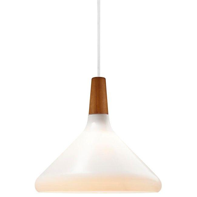 lampa wisząca z mlecznego szkła i drewna, styl skandynawski - aranżacja
