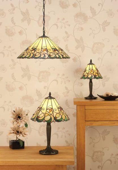 kolorowa lampa wisząca wykonana ze szkła i metalu