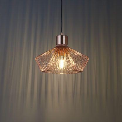 nowoczesna lampa wisząca z metalowych prętów, miedziana, styl industrialny