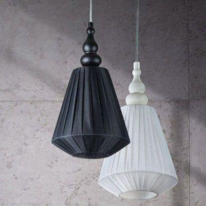 czarna i biała lampa wisząca - aranżacja