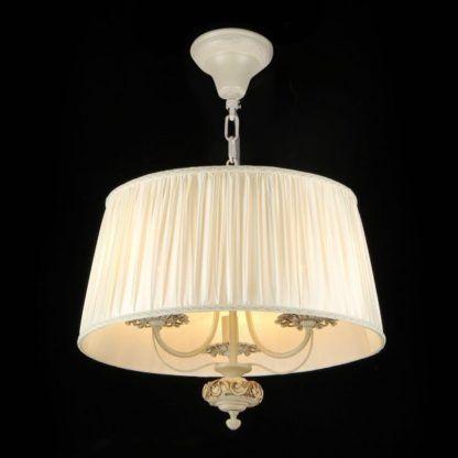 lampa wisząca zapalona z dużym abażurem i 2 żarówkami