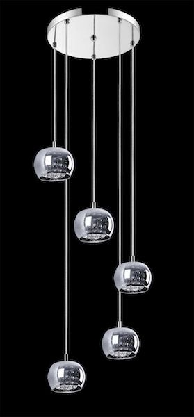 lampa wisząca, na okrągłej podsufitce pięć szklanych kloszy z kryształami w środku, styl glamour