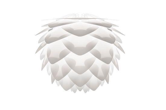 biała lampa wisząca z białych płatków, nowoczesna stylistyka