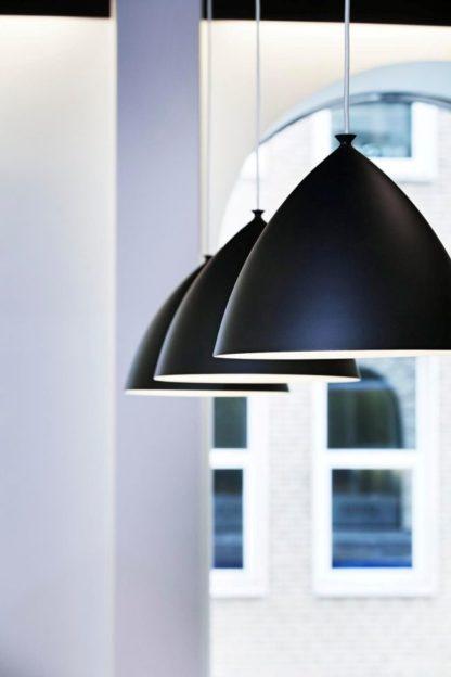 duża lampa wisząca w stylu skandynawskim, czarny, szeroki klosz