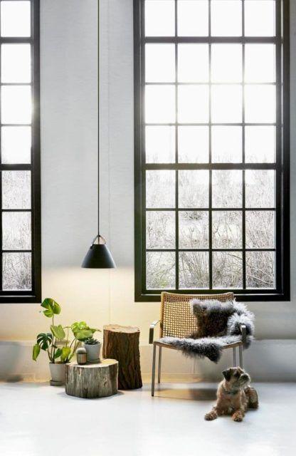 lampa wisząca w stylu skandynawskim, czarny klosz w macie - aranżacja