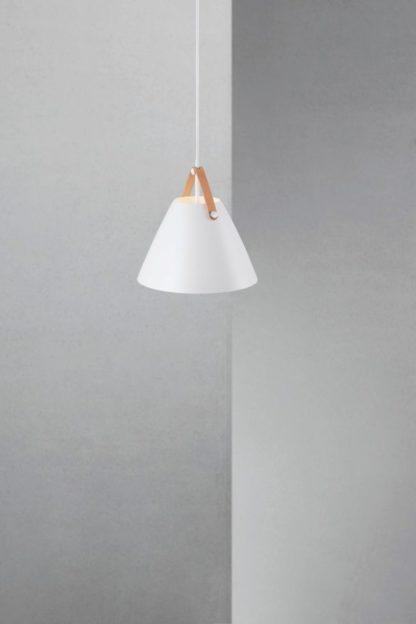 nieduża lampa wisząca, nowoczesna stylistyka