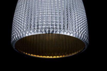 srebrna lampa wiszaca z siatki - złota w środku
