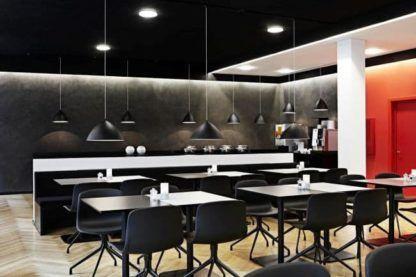 czarna lampa wisząca z szerokim kloszem, styl nowoczesny - aranżacja