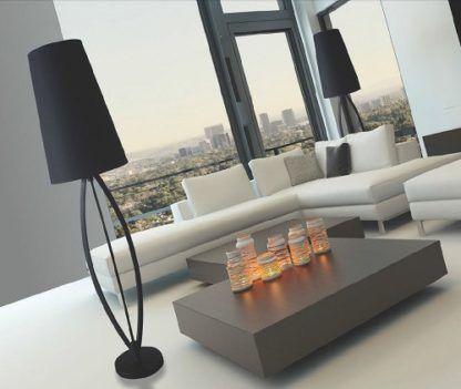 stylowa lampa podłogowa, cała czarna, styl modern classic, nowoczesny - aranżacja luksusowy salon