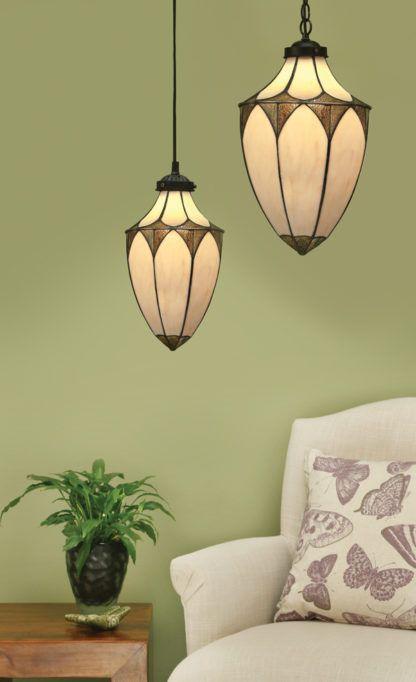 szklana lampa wisząca na brązowym zwisie