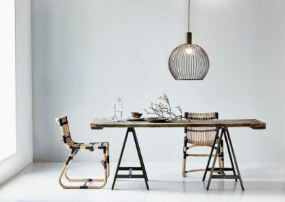 druciana lampa w stylu skandynawskim, ażurowa kula - aranżacja jadalnia