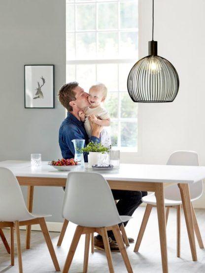 ażurowa lampa wisząca, kula z drutów, styl skandynawski - aranżacja jadalnia
