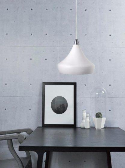 biała lampa wisząca w stylu retro - aranżacja nowoczesna