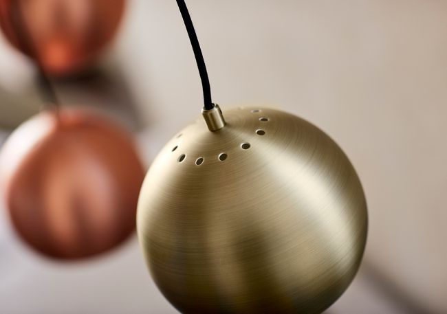 nowoczesna lampa wisząca, miedziana kula