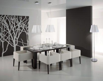 nowoczesna lampa wisząca z białego tworzywa - aranżacja salonu biel i czerń