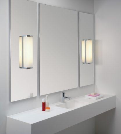kinkiet z mlecznego szkła doskonały do łazienki