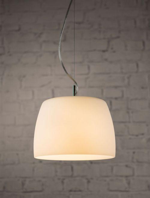 lampa wisząca z owalnym kloszem z mlecznego szkła - nowoczesny styl - aranżacja
