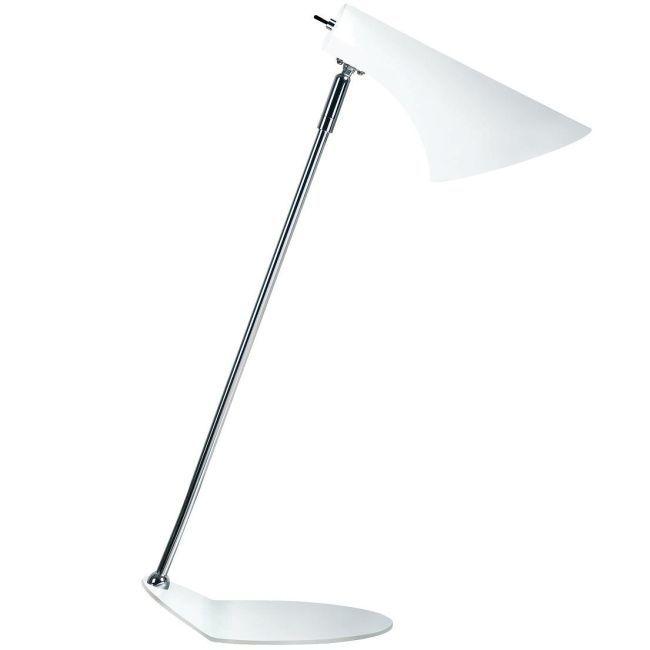 lampa biurkowa ze srebrną podstawą i białym kloszem w stylu nowoczesnym - aranżacja