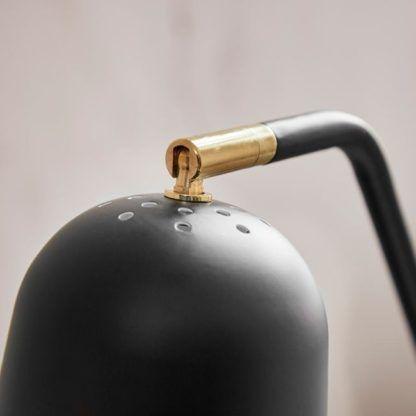 lampa podłogowa w stylu skandynawskim, czarny klosz, tripod