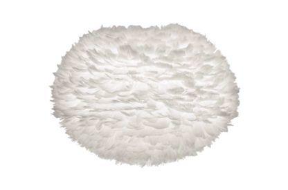 biały klosz wykonany z piór na papierowym rdzeniu, lampa podłogowa w stylu skanynawskim