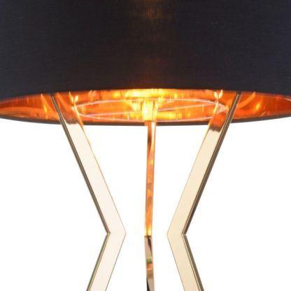 złota lampa stołowa z czarnym abażurem