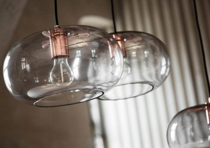 nowoczesna lampa wisząca ze szklanym kloszem, szkło barwione na szaro
