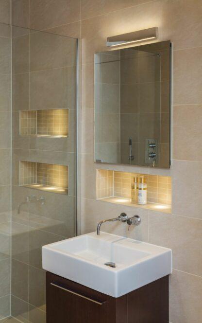 nowoczesny kinkiet do łazienki, lustrzany, srebrny