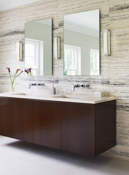 prostokątny kinkiet do łazienki, geometryczny kształt, biały klosz i srebrna rama - aranżacja
