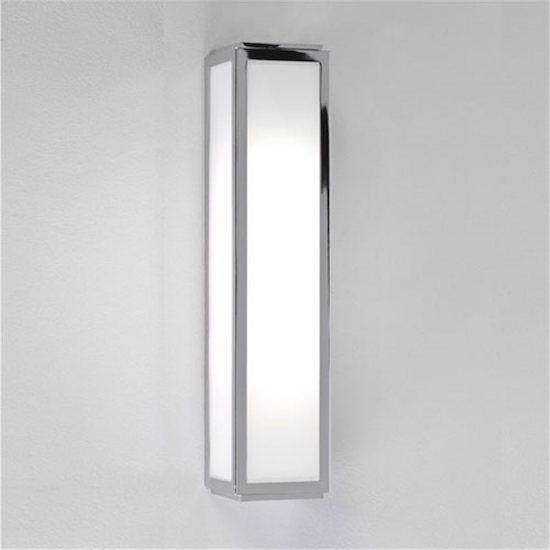 szklana lampa ścienna ze srebrnymi ramkami